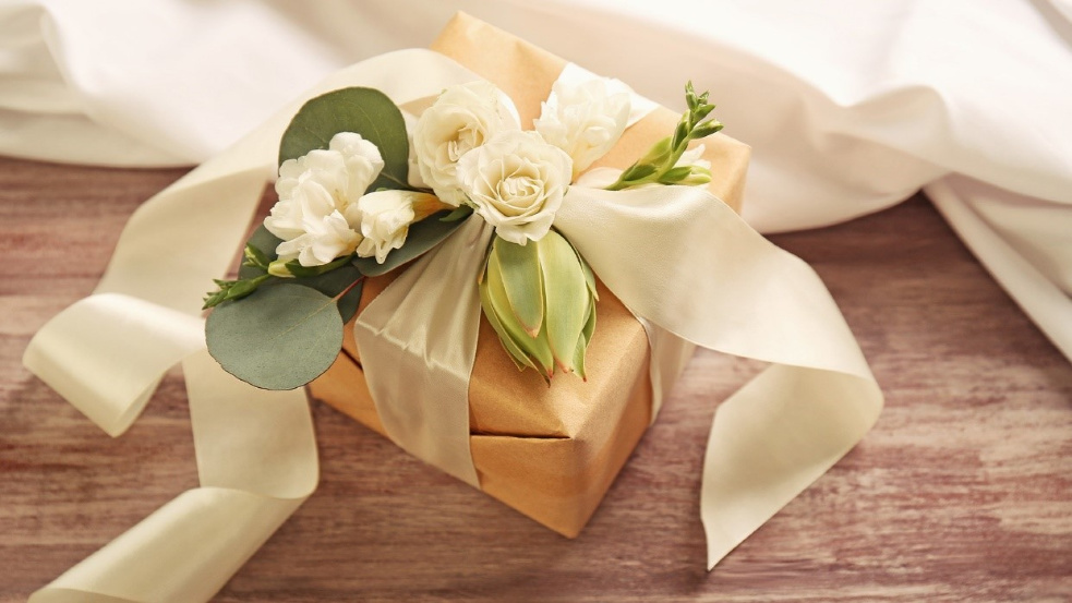 Top wedding gift ideas for couples